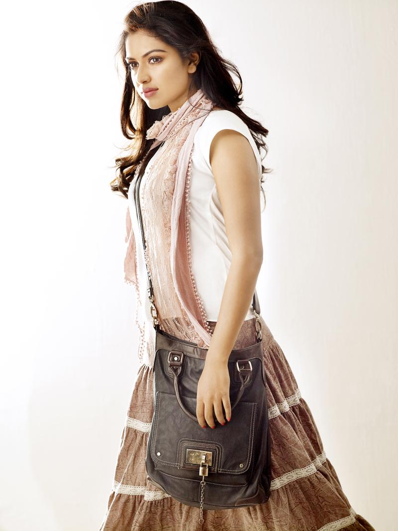 Actress Amala Paul In Thalaivaa Film Pics