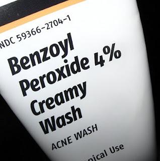 6 PETUA DAN CARA MUDAH MENGHILANGKAN JERAGAT DI WAJAH - Gunakan krim benzoil peroksida