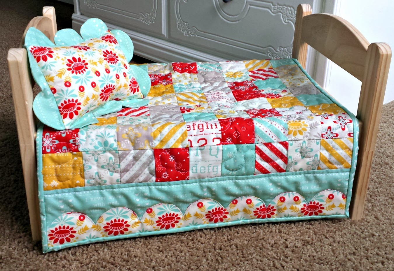 Ameroonie Designs: Scalloped border Doll Quilt : doll quilts patterns - Adamdwight.com