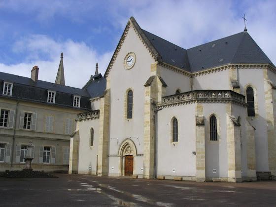 Capela do convento. Aqui pode se ver o corpo de Santa Bernadete.