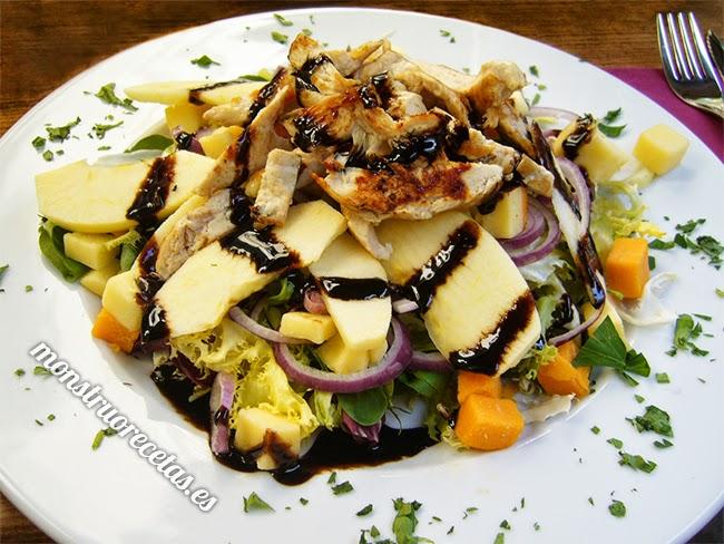 Ensalada de pollo a la plancha con manzana