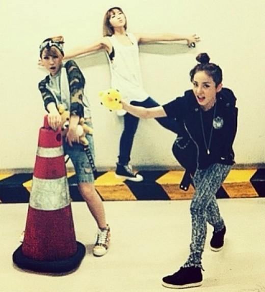 2NE1 Foto Di Ruang Parkir