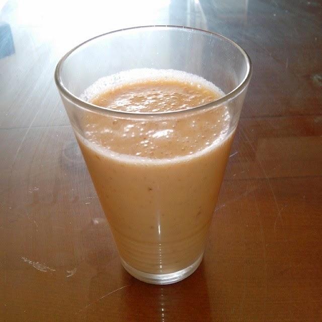 Imagen batido de papaya, plátano, almendra y leche