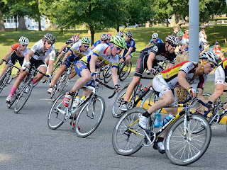 picture of kids near the bicycle racers at the Evansville bicycle race