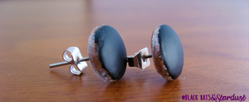 pendientes DIY, handmade earrings, balck matte, pintauñas, barato y fácil, easy and cheap