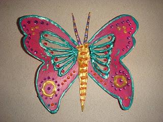 http://www.ensinodicas.com/2012/10/borboleta-feita-com-garrafa-pet.html