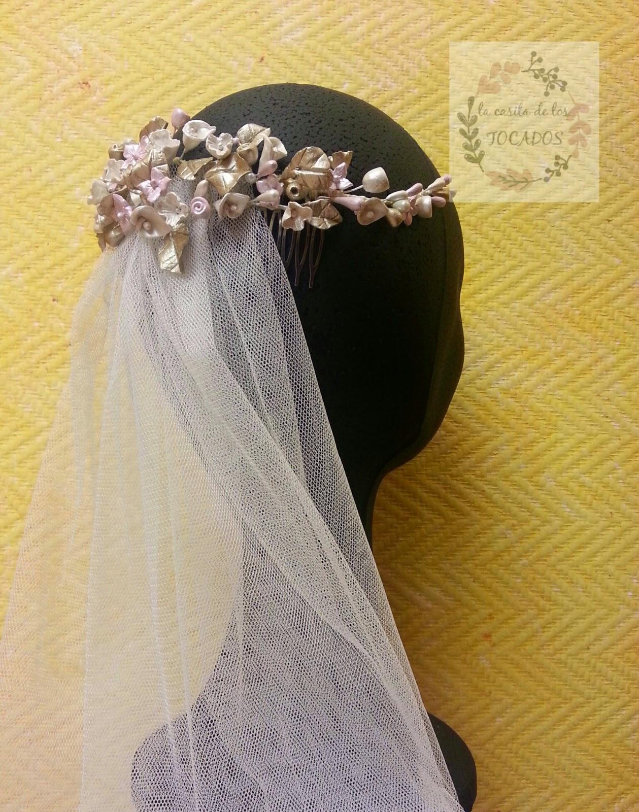 semicorona para novia en colores pastel realizada en porcelana fría de forma artesanal