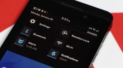 Para muchos es importante está opción ya que quieren poner su dispositivo en modo de vibración, Silencio Ruidoso o cualquier otro, En BlackBerry 10 es muy sencillo cambiar los perfiles de notificación, Sigue está guía que nos llega por parte de los amigos de CrackBerry para que aprendas como colocar un perfil a tu gusto. Cómo cambiar los perfiles de notificación de BlackBerry 10 Para alternar entre los perfiles Normal y Silencio: Deslice el dedo hacia abajo desde la parte superior del bisel de la pantalla de inicio para que salga el menú desplegable Pulse el icono de Notificaciones para