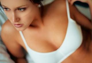 como hacer crecer los senos naturalmente