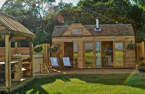 35-Tiny-Wooden-Homes-Small-Homes-Offices-&-Other-www-designstack-co