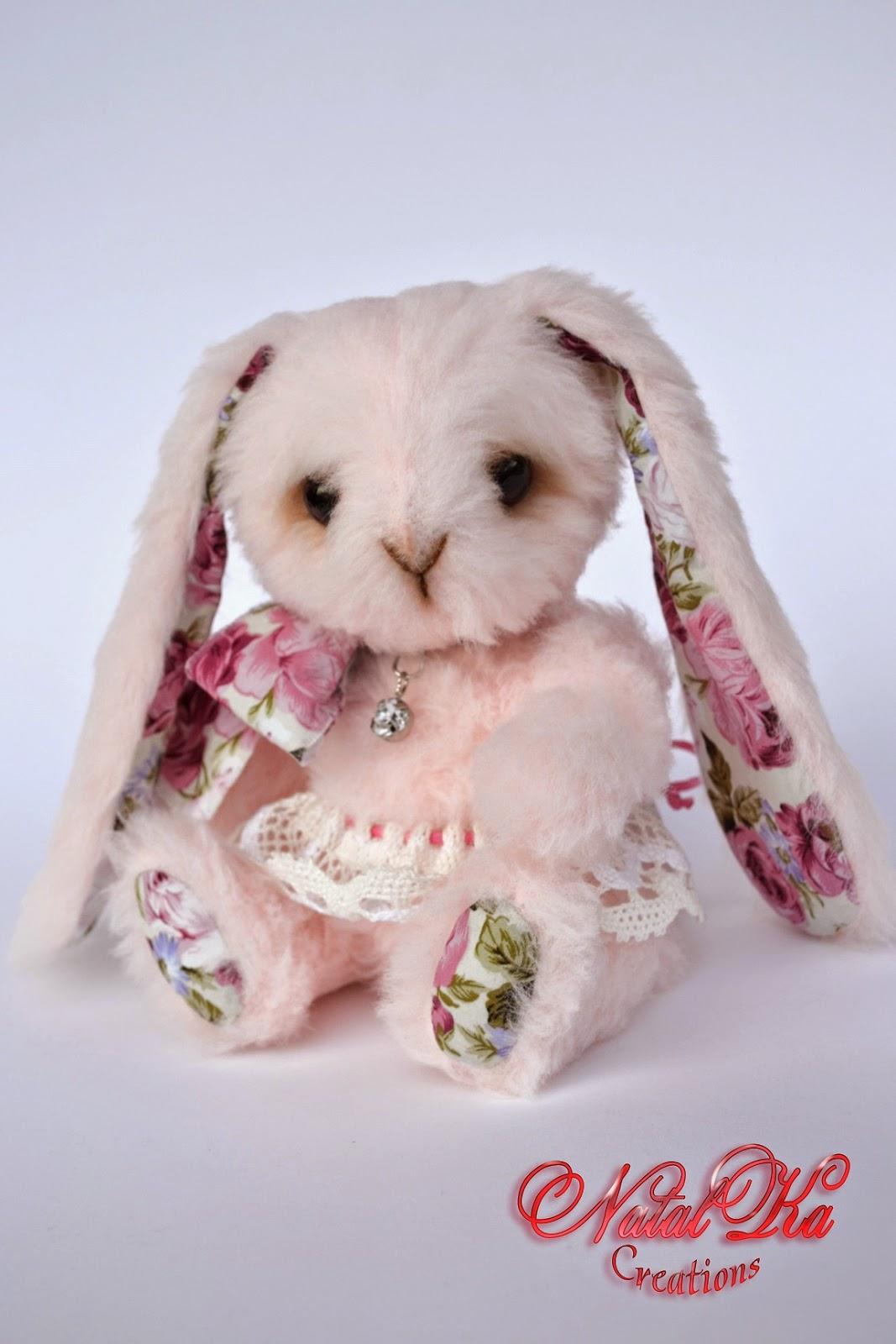 Künstler Teddy Hase handgemacht von NatalKa Creations. Artis teddy bunny handmade by NatalKa Creations.