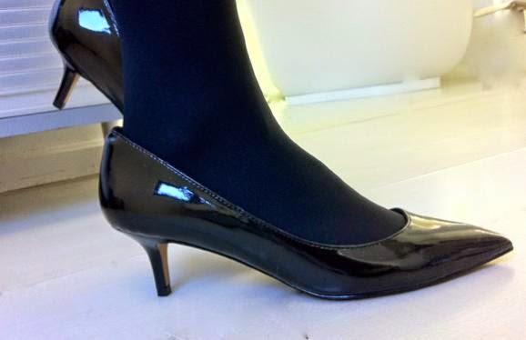Un zapato de tacón bajo es buen recurso para reuniones formales