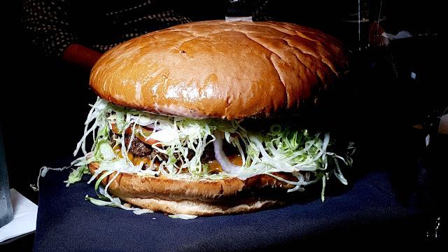 6 pound burger