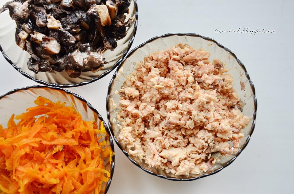 Салат с горбушей и жареными грибами