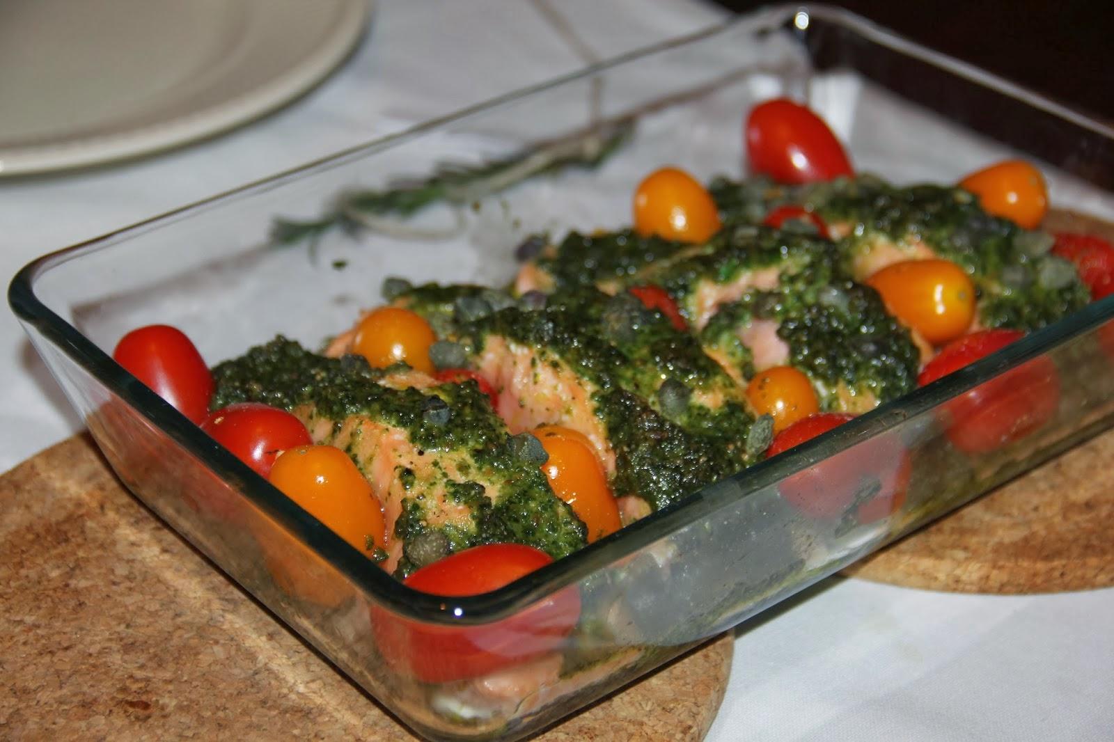 Zalm met pesto, tomaat en kappertjes uit de oven - www.desmaakvancecile.com