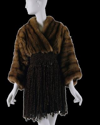 Op weg blog exhibitionist costume institute collection favorites - Hussen fur stuhle ...
