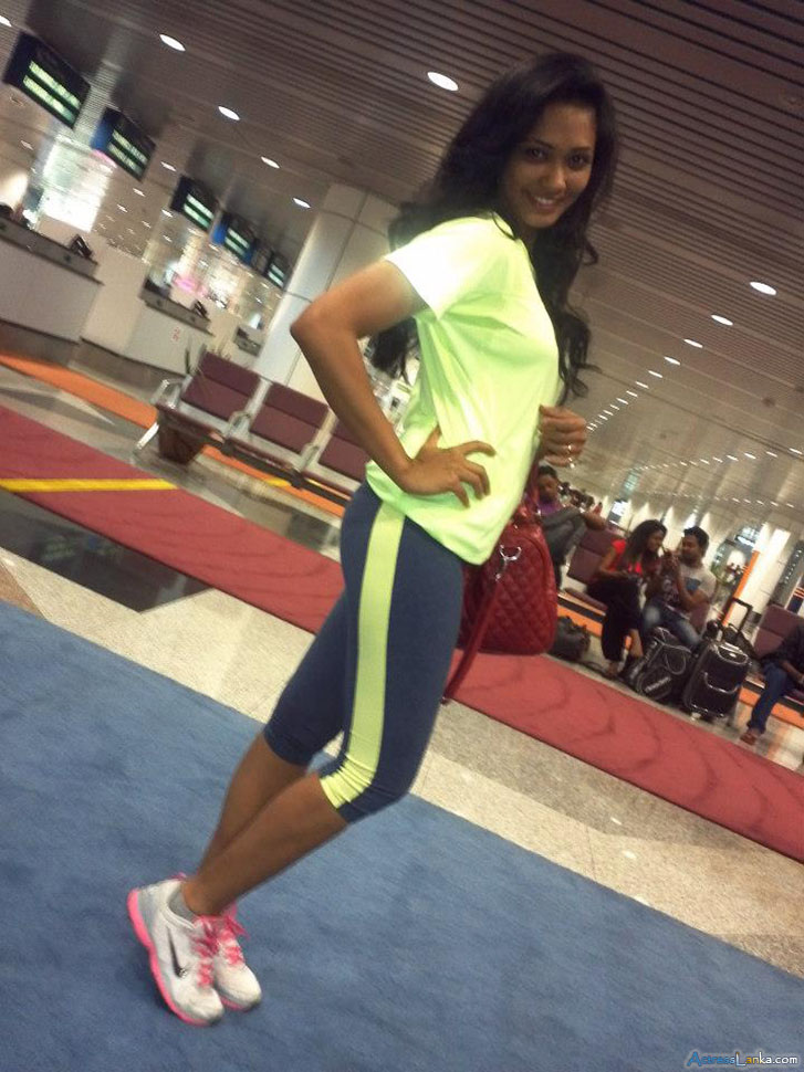 sri-lankan-actress-and-performer-yureni-noshika-private-photos-10.jpg