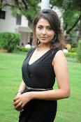 Madhu Shalini glam pics-thumbnail-4