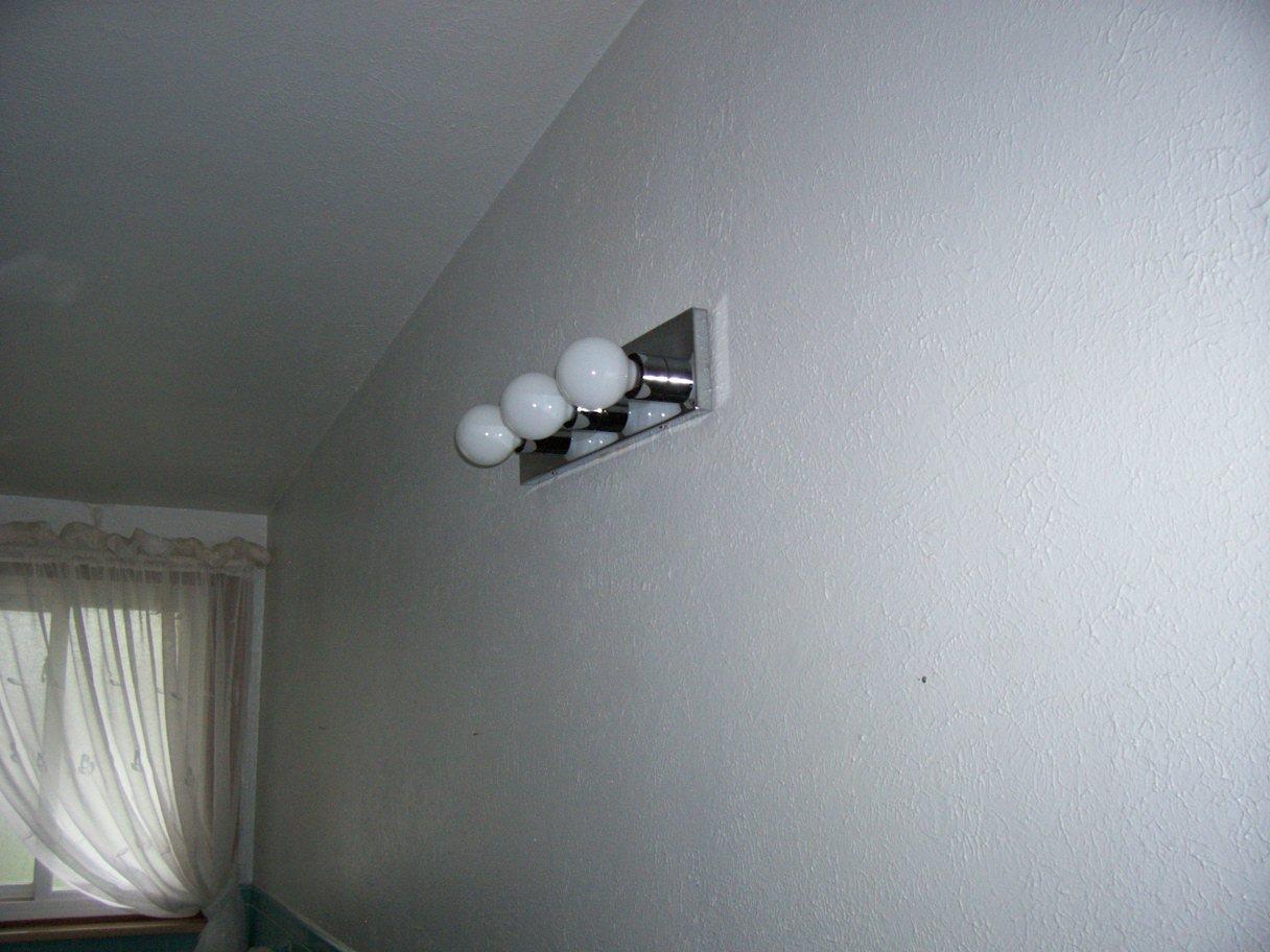3 bulb wall light