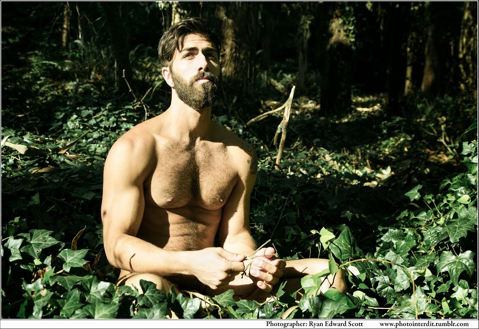 Подсказывало, что голые мужики в лесу