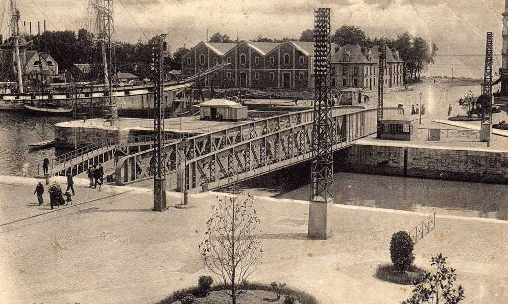 Saint nazaire la ville d 39 antan st nazaire le pont roulant for Piscine st nazaire