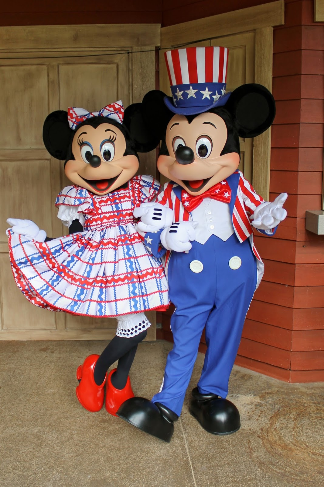 Unofficial disney character hunting guide independence day at walt disney world - Minni et mickey ...