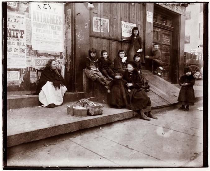 Amazing Vintage Photographs Captured Everyday Life In New