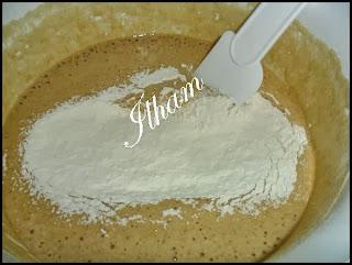 كيكة بالقهوة ولا كريم غاية في الروعة بالخطوات المصورة
