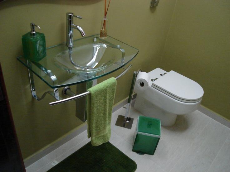 #474355 Banheiro pequeno bem organizado e bonito Casa e Reforma 737x552 px Banheiro Simples Mas Bonito 2018 3797