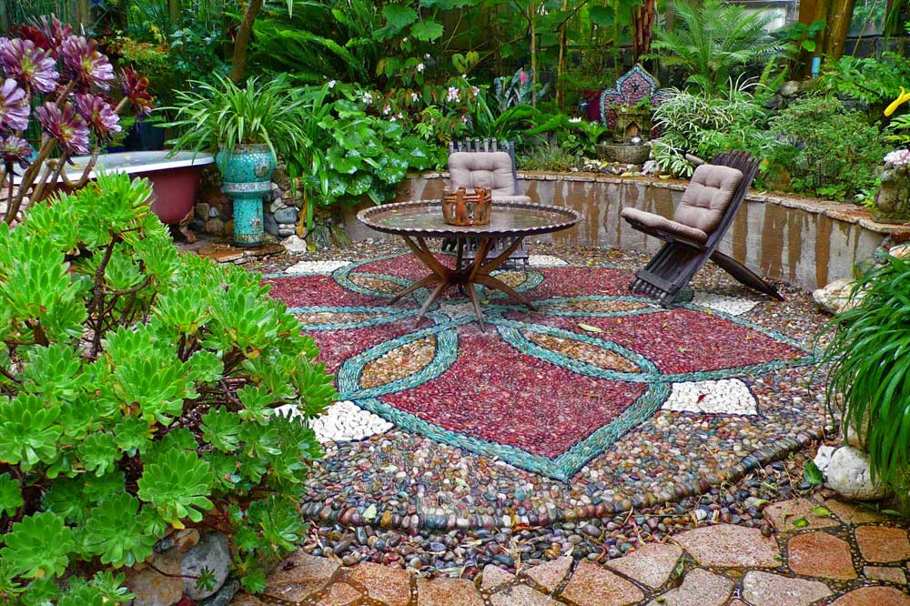 Stone art blog jeffrey bale 39 s mosaic pilgrimage a labour for Garden mosaics designs