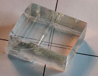 cristal con efecto birrefrigente de calcita - foro de minerales