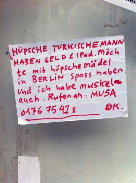 Hüpsche Türkische Mann haben Geld & iPad