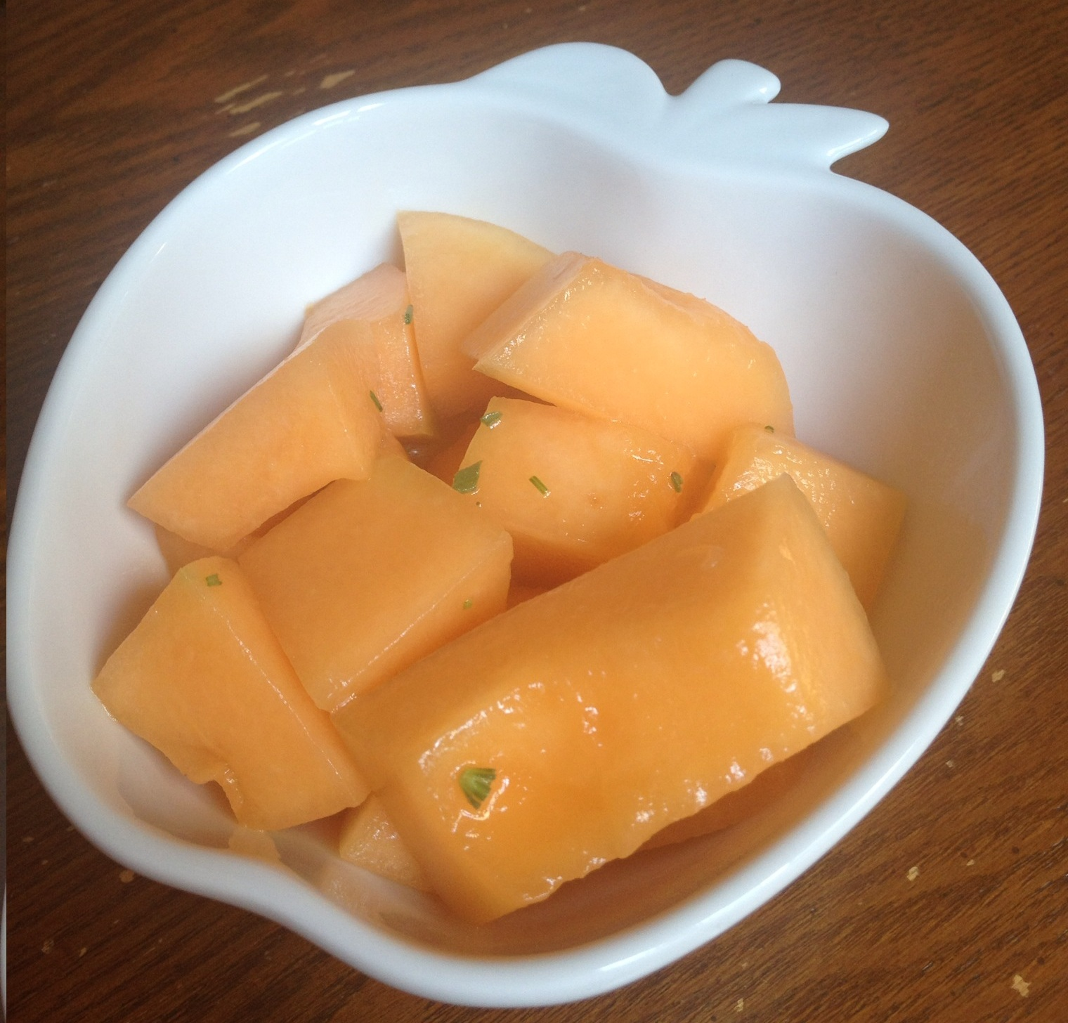 how to cut a cantaloupe into chunks
