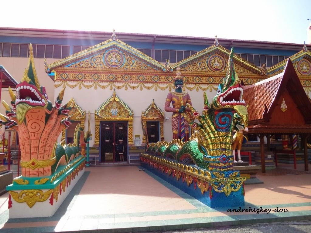 Wat Chaiyamangalaram Thai Buddhist Temple gate, Penang