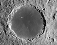 http://www.jltarazona.com/p/la-teoria-de-la-luna-hueca-capitulo-ii.html