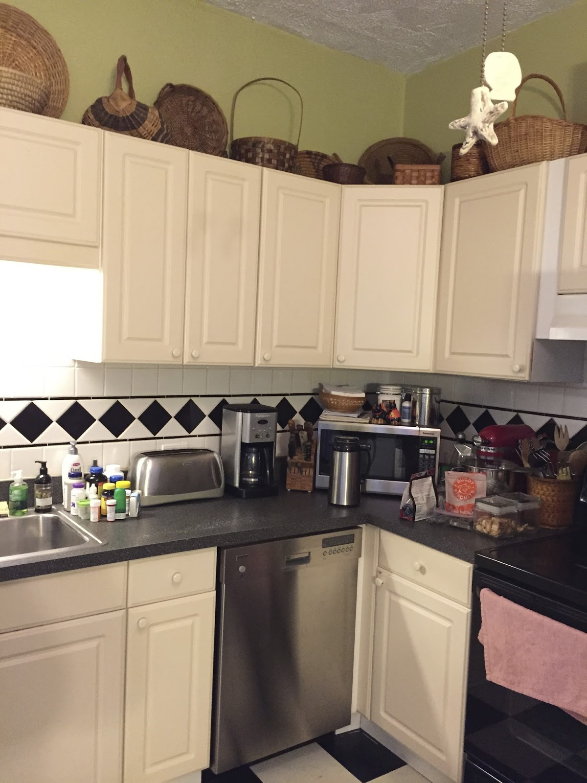 Sheshe the home magician despa 39 s kitchen is finished for Kitchen cabinets you can paint