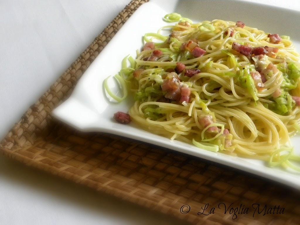spaghetti alla carbonara autunnale con porri e pancetta