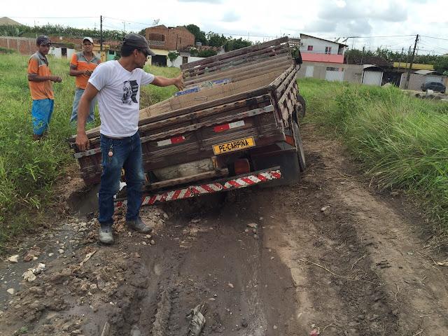 http://www.blogdofelipeandrade.com.br/2015/08/imagem-em-destaque-mais-um-caminhao-e.html