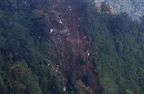 Puing-puing Sukhoi Superjet 100 di Gunung Salak