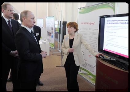 В ходе осмотра экспозиции технопарка В.В.Путин пообщался с представителями компаний