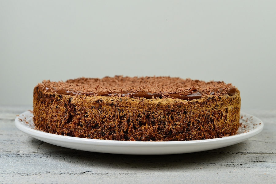 Ciasto czekoladowe z figami i żurawiną po pieczeniu