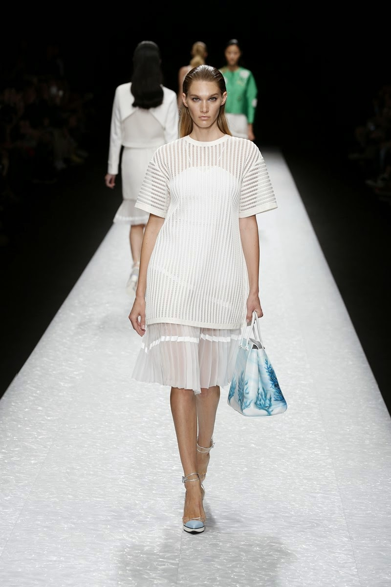 Shiatzy Chen spring summer 2015, Shiatzy Chen ss15, Shiatzy Chen, Shiatzy Chen ss15 pfw, Shiatzy Chen pfw, pfw, pfw ss15, pfw2014, fashion week, paris fashion week, du dessin aux podiums, dudessinauxpodiums, vintage look, dress to impress, dress for less, boho, unique vintage, alloy clothing, venus clothing, la moda, spring trends, tendance, tendance de mode, blog de mode, fashion blog,  blog mode, mode paris, paris mode, fashion news, designer, fashion designer, moda in pelle, ross dress for less, fashion magazines, fashion blogs, mode a toi, revista de moda, vintage, vintage definition, vintage retro, top fashion, suits online, blog de moda, blog moda, ropa, asos dresses, blogs de moda, dresses, tunique femme, vetements femmes, fashion tops, womens fashions, vetement tendance, fashion dresses, ladies clothes, robes de soiree, robe bustier, robe sexy, sexy dress