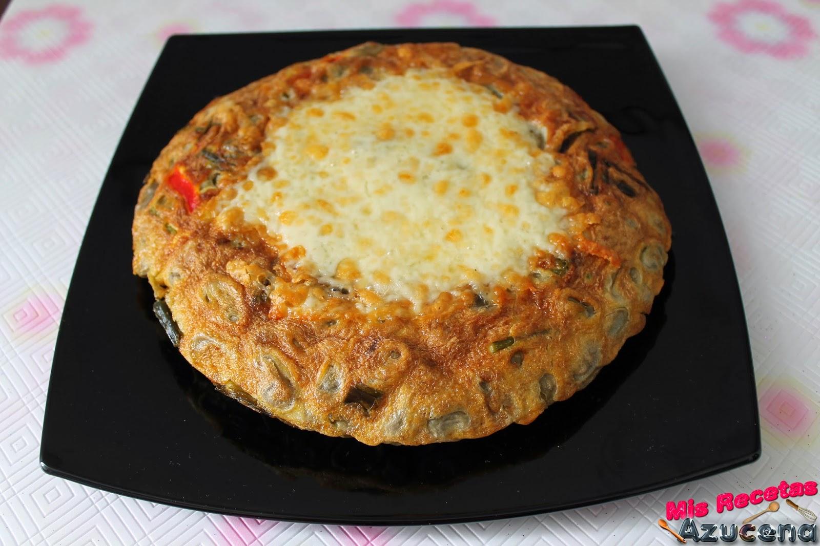 Tortilla de habas con hojas de cebolleta.