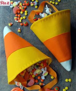 http://www.todomanualidades.net/2012/10/como-hacer-una-bolsa-para-truco-o-engano-de-halloween/