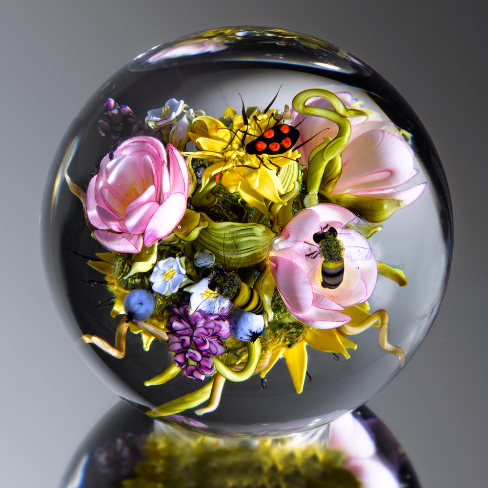 09-Tea-Rose-Bouquet-Insects-Paul-J-Stankard-Nature-in-a-Sculptured-Glass-Orb-www-designstack-co
