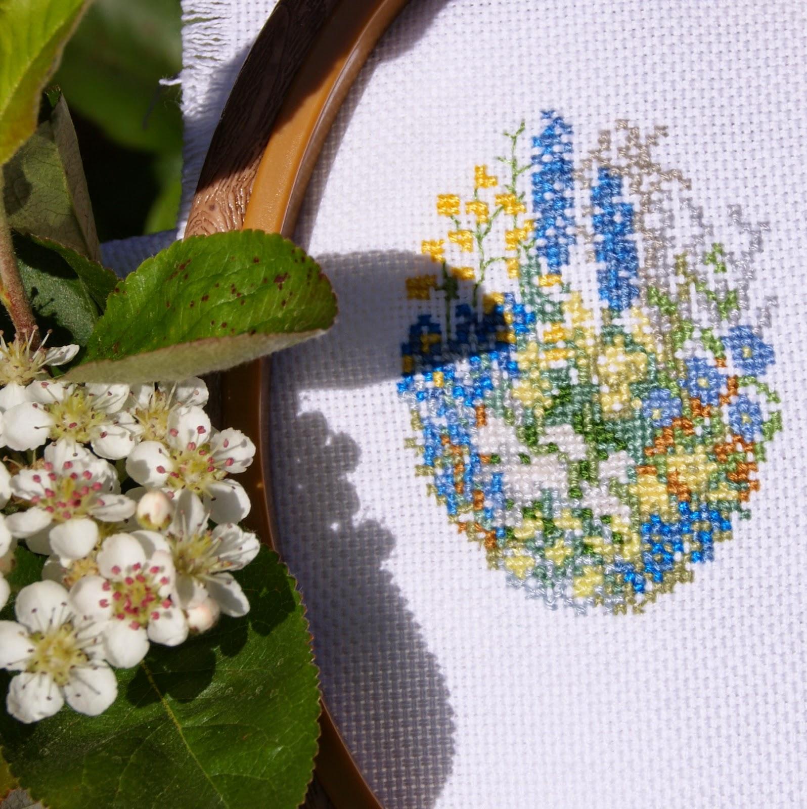 МИНИ-ВЫШИВКА. ЦВЕТЫ.вышивка, миниатюра, цветы, вышитые цветы, вышиваю крестиком, вышивать, купить вышивку, ручная работа, оформление вышивки, вышитые картины, вышивка в цветочной гамме, маленькая вышивка  цветы,