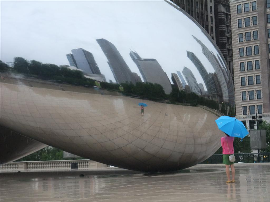 clout gate chicago, the bean, reflection, rain, umbrella, girl