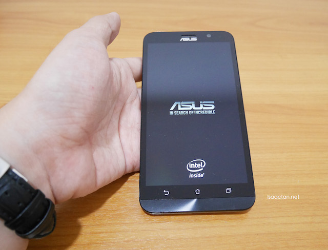 Switch the phone on, and you get a pretty looking ASUS logo along with the Intel Inside logo