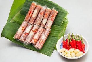 Nem chua - Vietnamese fermented pork roll 1