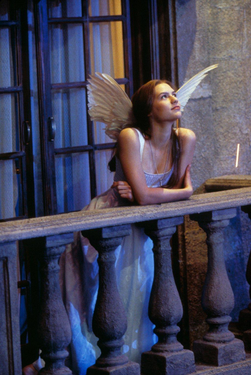 http://4.bp.blogspot.com/-PM59EAcPr3A/UIr-QRNW2PI/AAAAAAAABxo/TA3B6POzHro/s1600/Claire-Danes-angel-Romeo-y-Julieta-pelicula-film-Juliet.jpg
